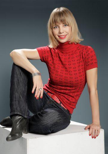 Peterfi Bori, Singer